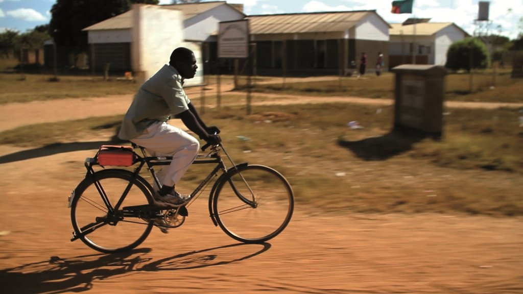 SPECIALIZED - Source Two Charity: Specialized stiftet Bikes an Hilfsorganisation in Afrika