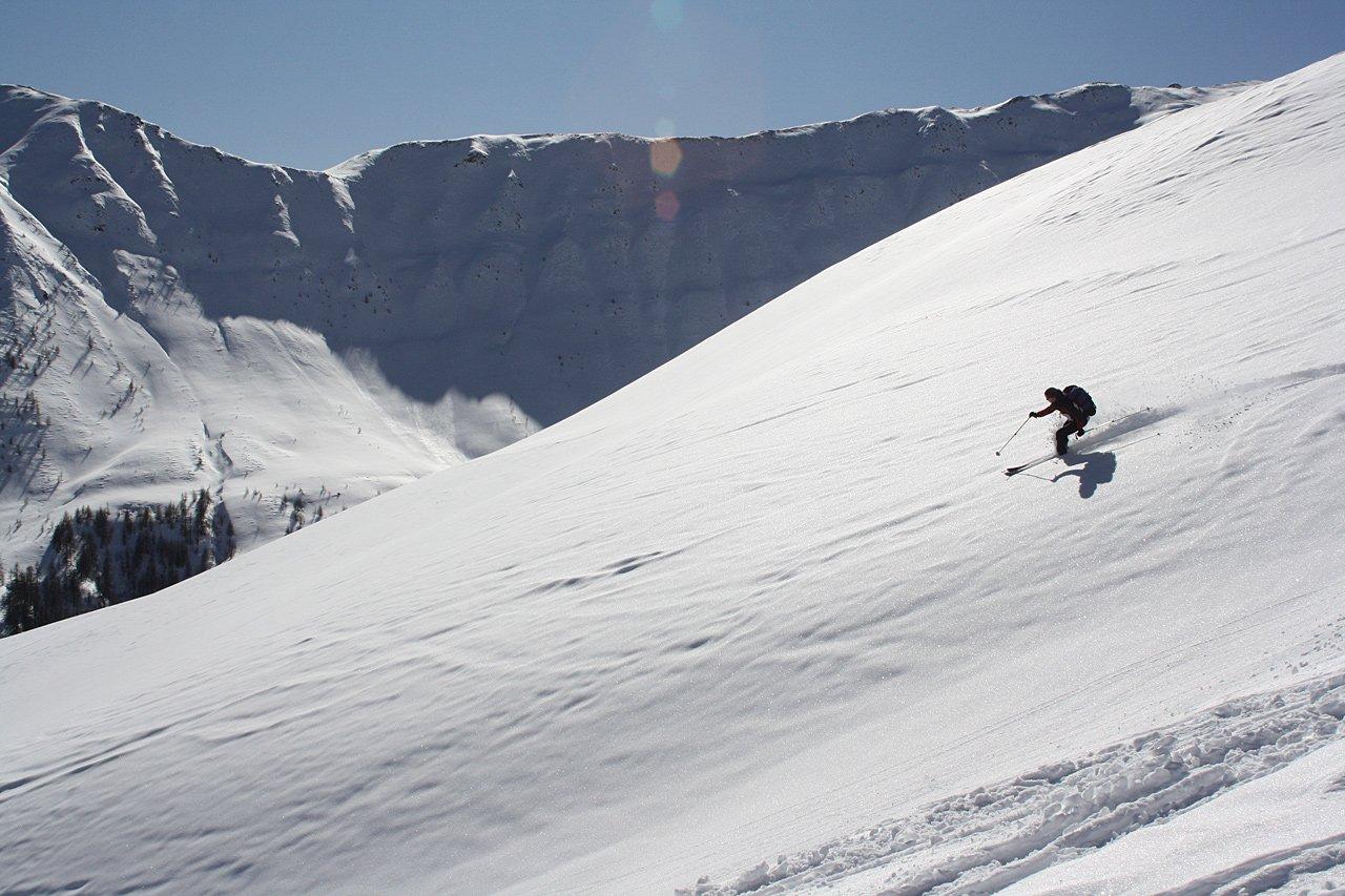 Testbericht – Dynafit Stoke: Freeride Touring Ski für Powderdays