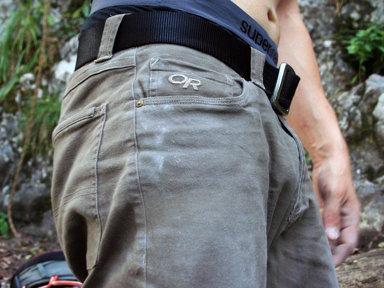 Testbericht – OutdoorResearch / Deadpoint Pants: Robuste Boulder- und Kletterhose für den wirklich harten Einsatz am Fels