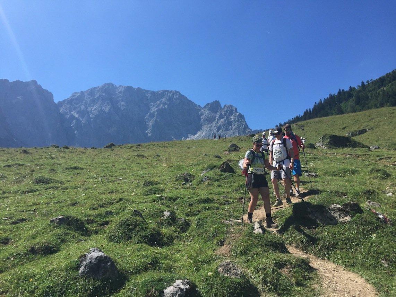 Testbericht – Salomon Speedcross 4 GTX & LEKI Micro Trail Pro: Ein glücklicher Gewinner auf Wander- und Testtour beim Karwendelmarsch