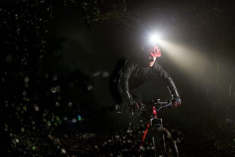 News – Garmin Varia UT 800: Per Fahrradcomputer oder Multisportuhr steuerbare Helmlampe für MTB-Fahrer