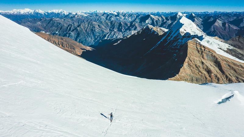 """News – Dynafit Charity-Aktion """"United for Himalayan Kids"""": Benedikt Böhm gelingt Besteigung des Dhaulagiri VII (7.246 m) in Rekordzeit"""