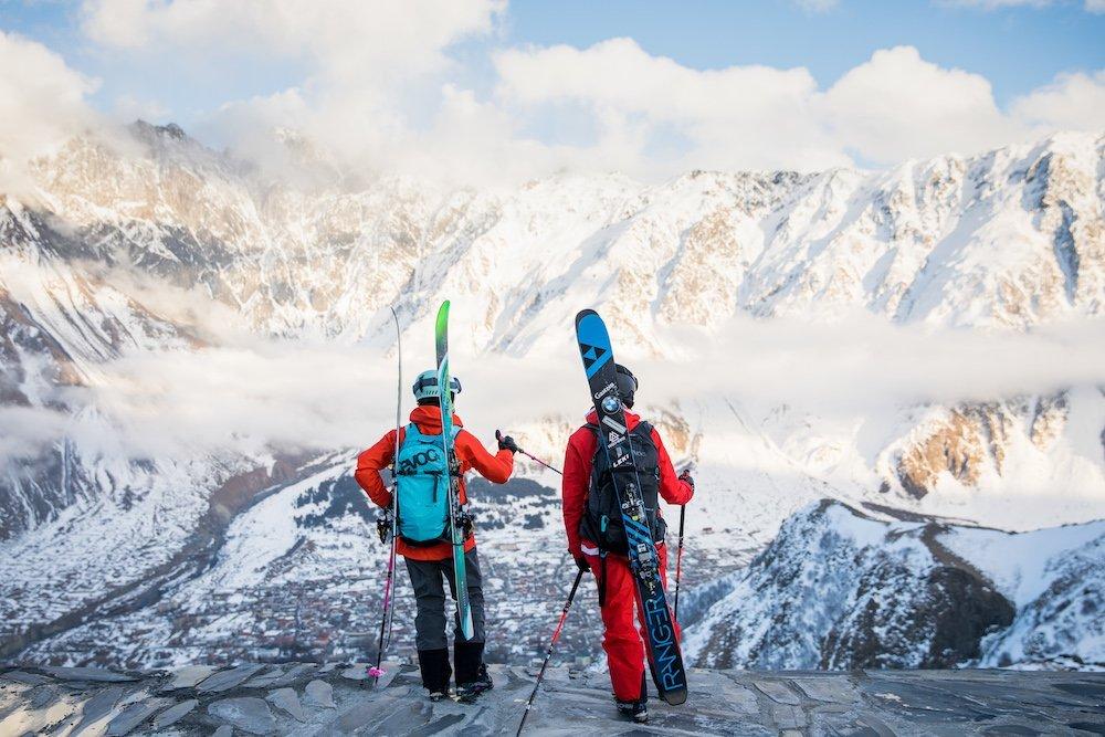 """Winter – Sandra Lahnsteiner & Caja Schöpf: """"A journey to Georgia"""" – zwei Mädels auf Freeride- und Skitour im Kaukasus"""