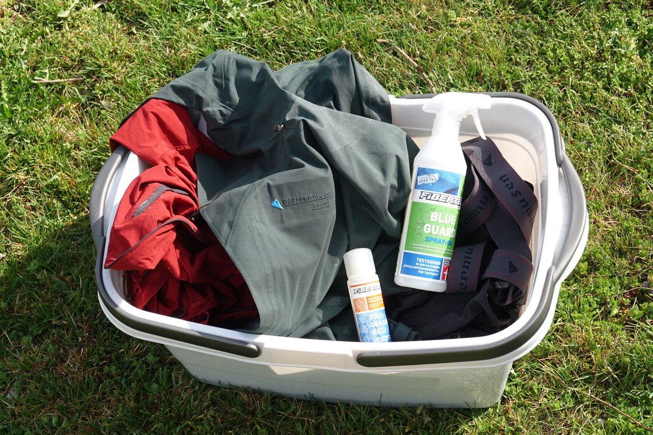 Ratgeber – Outdoorbekleidung richtig waschen:  Waschtag – Tipps für die nachhaltige Pflege von Funktionsbekleidung!